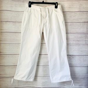 Old Navy White Capris. Pockets/Tie Strings. Size 4